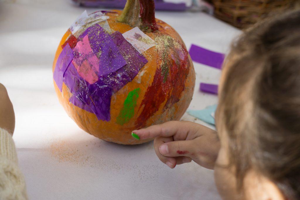 Pumpkin patch: cosecha y decora calabazas ¡en inglés!